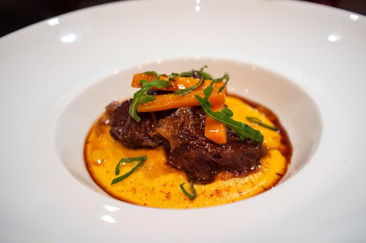 Passagem Gastronômica - Bochecha de Vitela com Purê de Cenouras - Restaurante L'atelier de Joel Robuchon - Paris - França