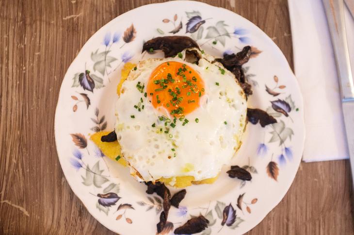 Passagem Gastronômica - Polenta, ragu de cogumelos e ovo frito - Egg Break - Londres