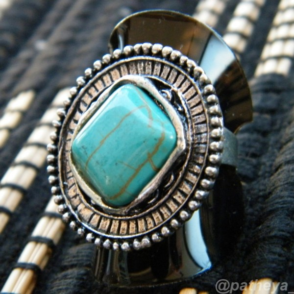 Turquoise toned ring