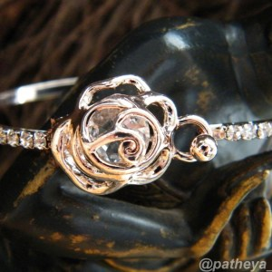 Golden Rose Knot