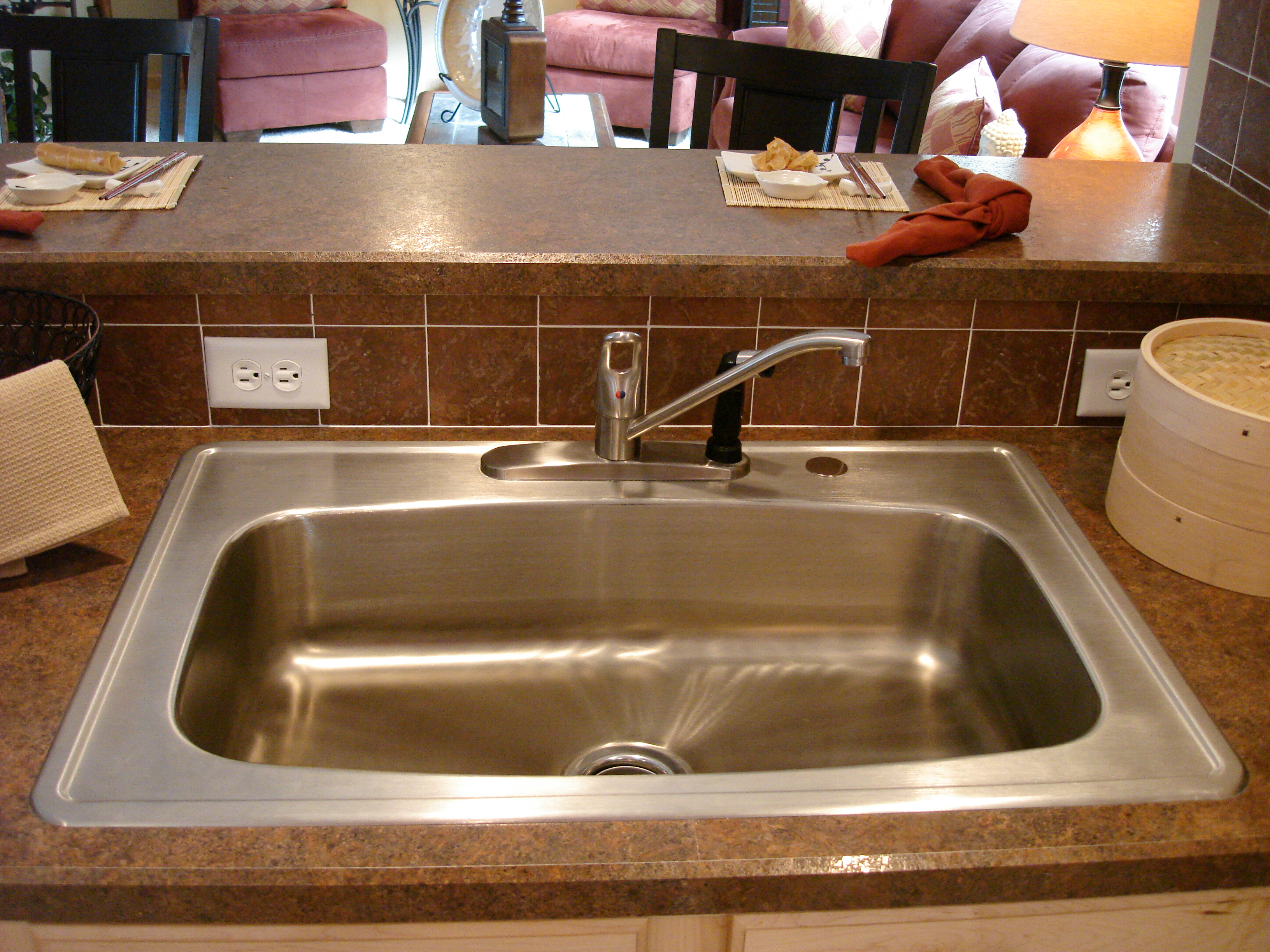 the pennflex ii ranch sample h24 single bowl kitchen sink Optional Single Bowl Kitchen Sink Pullout sprayer hidden somewhat by faucet Download the Original Photo