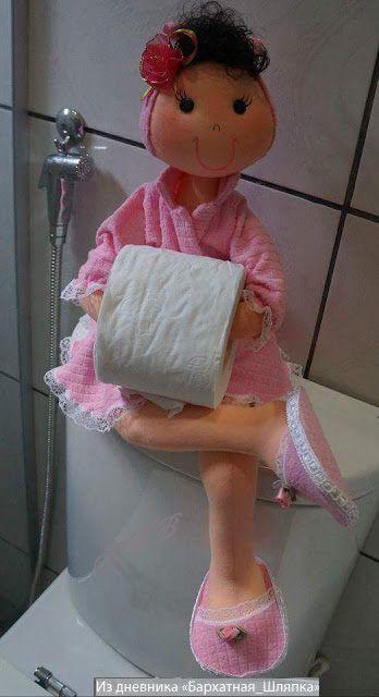 Patrón completo para hacer esta linda muñeca porta-rollos de papel.