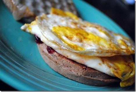 egg waffle sandwich 012