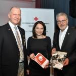 Rudolf Tischlinger, Moderatorin Frau Sabine Fürst und Rot Kreuz Präsident Dr. Walter Aichinger (v. l.)