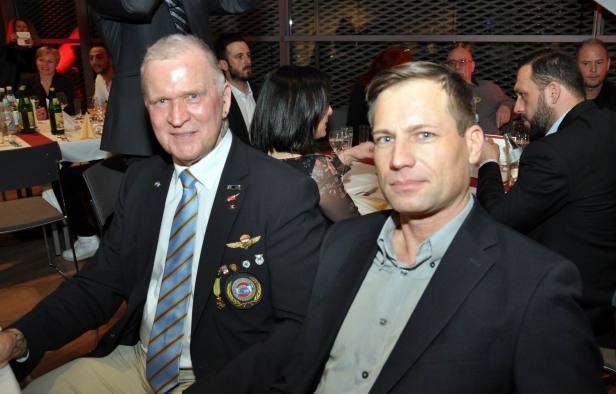 VÖP-Mitglied Andreas Gierer und Tischlinger (v. r.)