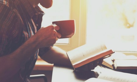 20160601182105-reading-successful-traits-book-coffee-studying