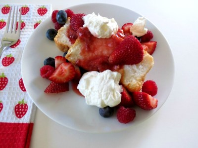 Angel Food Cake with Strawberry Sauce