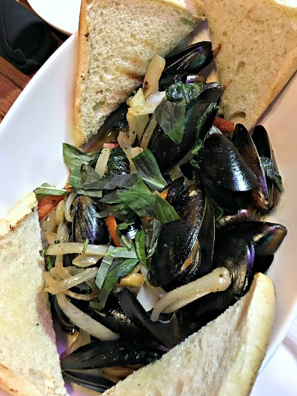 Mussels in Coconut Curry