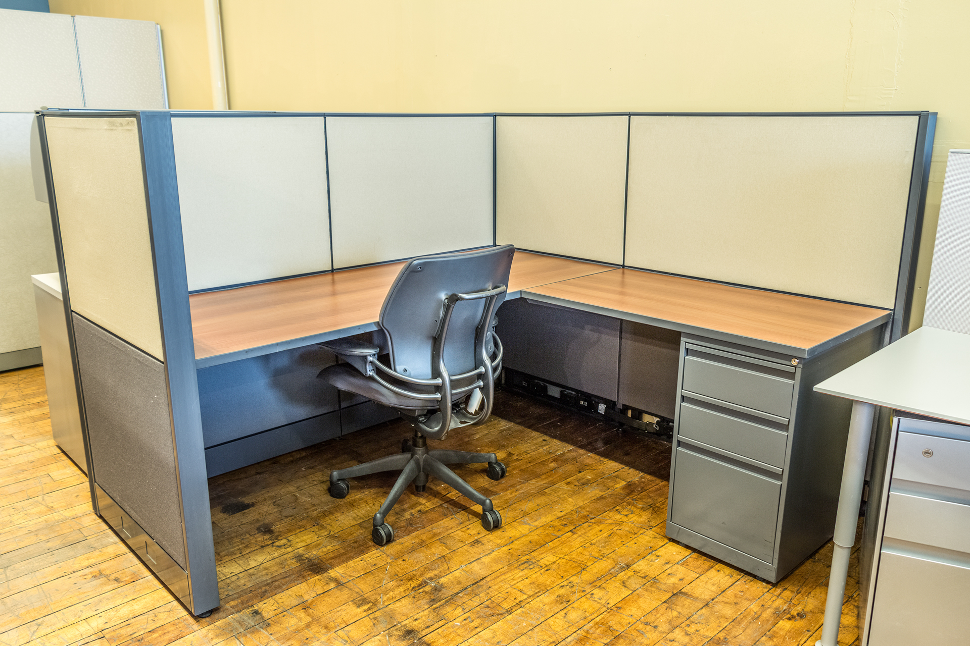 Evolve Systems 6′ x 6′ Cubicles