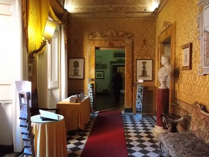 Palazzo Ferrajoli 1