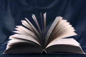 book-silhouette_M1CAOQ__-300x200.jpg