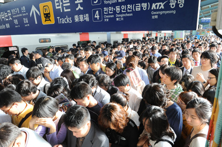 The Seoul commute. Photo: The Korea Times