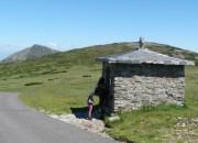 památník obětem hor v sedle Studniční hory