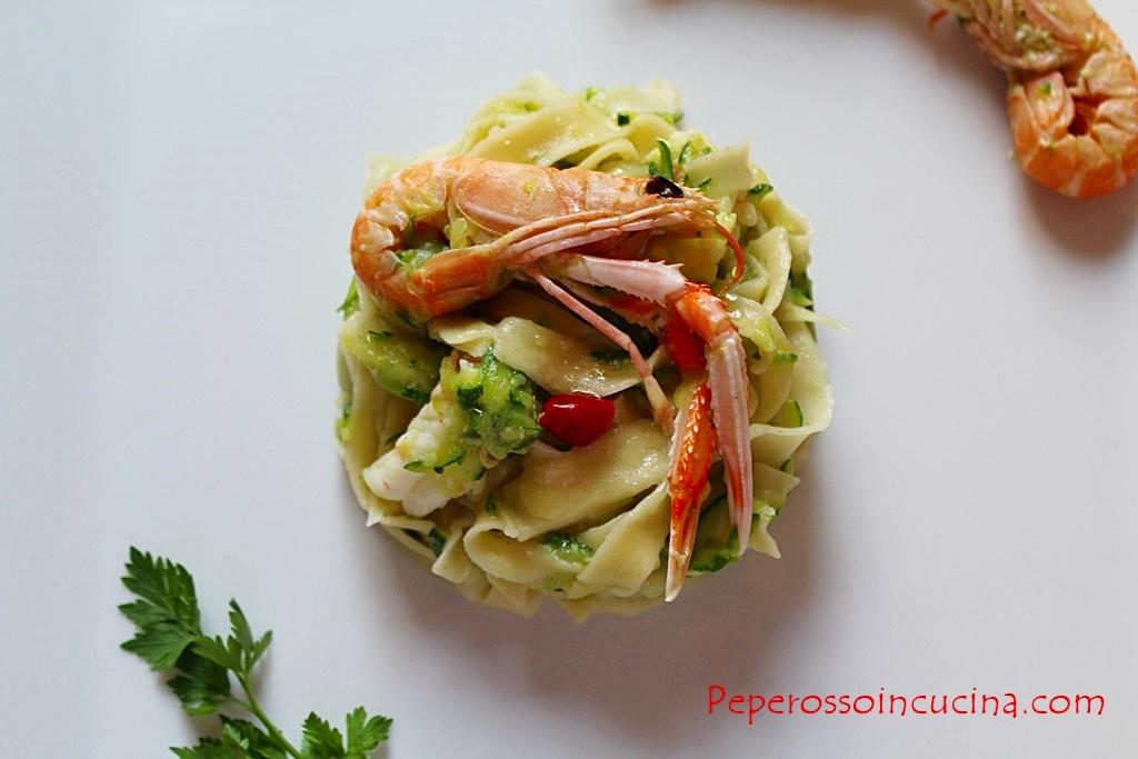 fettuccine zucchine e scampi 1