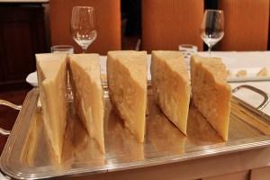 verticale di parmigiano