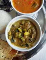 Kathirikai Mochai Koot-Eggplant and Papdi Lilva Beans Recipe