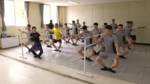Soldados toman clases de ballet para combatir el estrés