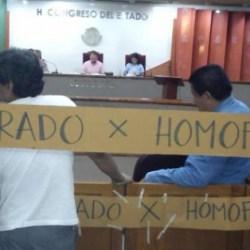 clausuran congreso homofobia