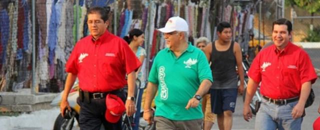 En el año 2012, el ahora rector Eduardo Hernández en campaña con Miguel Aguayo como candidato del PRI a la diputación federal del distrito I federal. (Facebook/Miguel Aguayo)