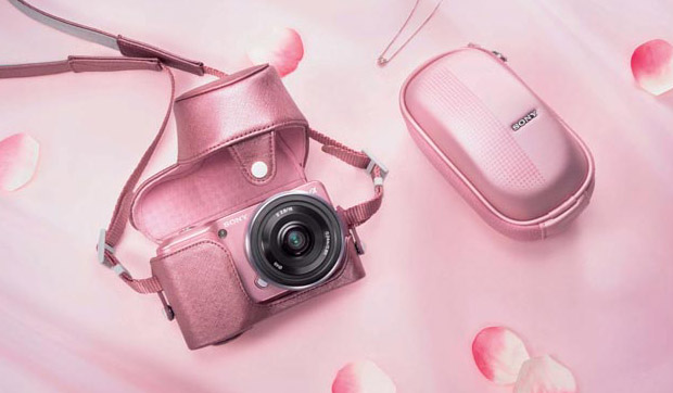 Sony Holds Press Event to Announce Pink Version of the NEX 3 pinknex3