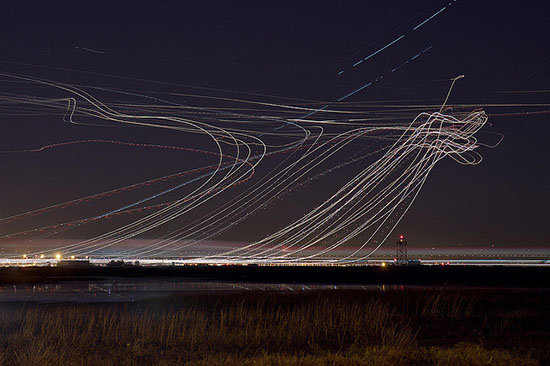 Long Exposure Night Photos of Airplanes Taking Off and Landing airport0