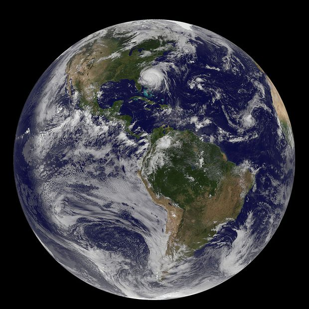 NASA Photo of Earth Captures Hurricane Irene from Space earth mini