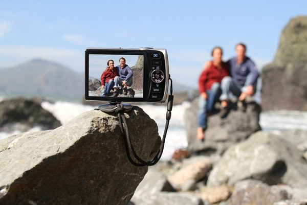 Gomite Tiltpod is a Quick and Easy Way to Prop Your Camera Up on the Go tiltpod mini