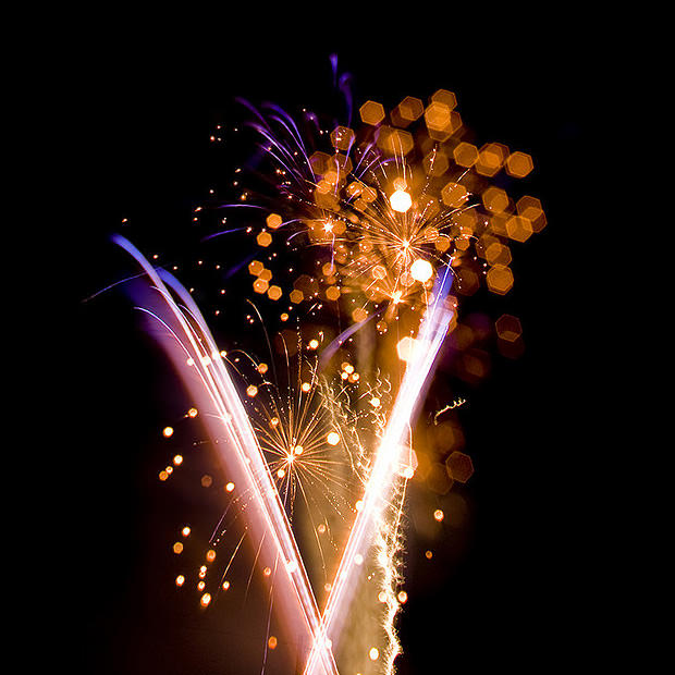 Fiddle with Focus to Add Some Bokeh to Long Exposure Night Shots fireworks mini