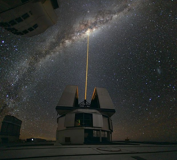 Epic Photos of Lasers Slicing Through the Night Sky laser1 mini