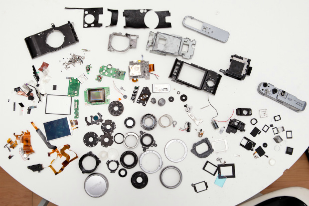 What the Fujifilm FinePix X100 Looks Like Completely Disassembled x100 mini