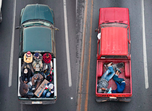 Portraits of Carpooling Mexican Workers Captured From Above carpoolers mini