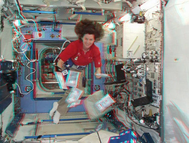 A FujiFilm Real 3D W3 Finds Its Way Onto The International Space Station fujispace1 mini