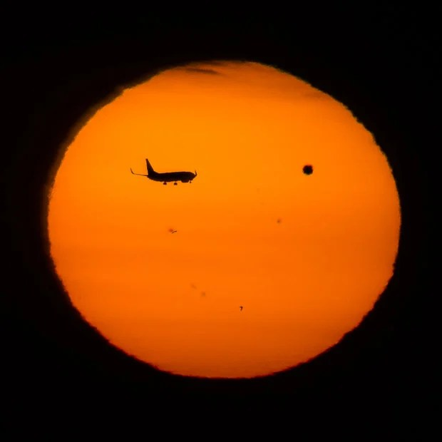 A High Definition Time Lapse of Venus Flying Past the Sun jetvenus mini