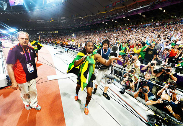 Usain Bolt Nabs Photographers DSLR, Snaps Awesome POV Shots bolt3 mini