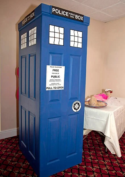 Make a DIY TARDIS Themed Photo Booth tardis1 mini