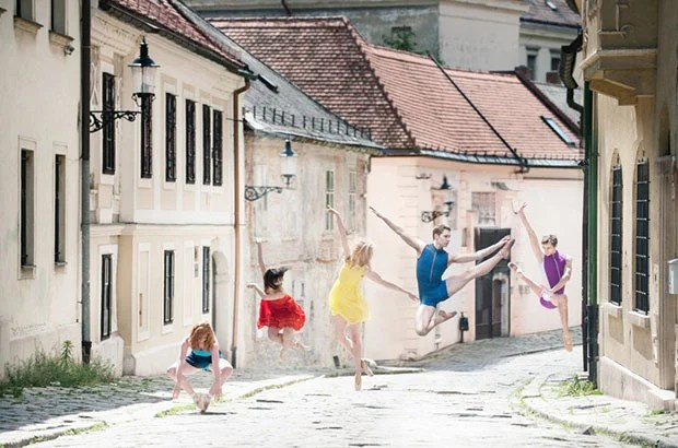 Shooting Photos of Ballet Dancers on the Streets of Bratislava ballet1