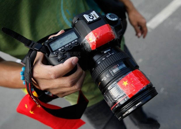 How Chinese Photogs Are Camouflaging Their Japanese DSLRs During Protests dslr1