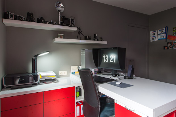 A Look at the Sleek, Modern Workspace of Photographer Tom Brinckman TBR20121111 Workspace001