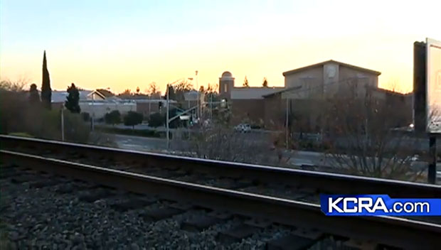 Photographer Killed While Taking Pictures of an Oncoming Train train1