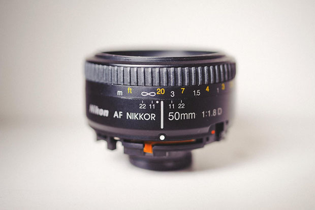 Freelensing: Make a DIY Poor Mans Tilt Shift by Breaking a Cheap Prime Lens 01 modified 50 1