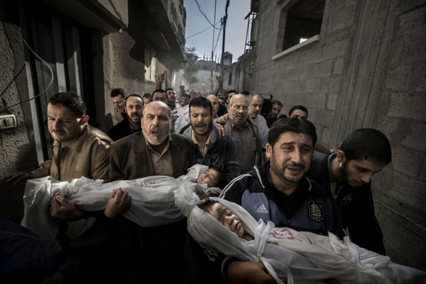 Gaza City Funeral Procession Photo Wins World Press Photo 2012 worldpressphoto2013