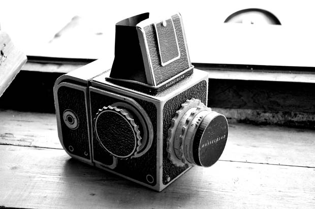 Cardboard Hasselblad Medium Format Pinhole Camera to Be Sold as a Kit cardboardhassy 8