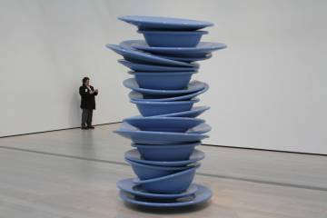 Robert Therrien, No Title (Blue Plastic Plates), 1999