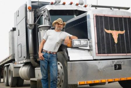 Truckerfahrer und ihre treuen Begleiter