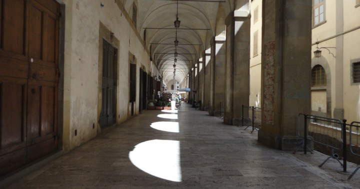 Shadows in Arezzo | pettydesign