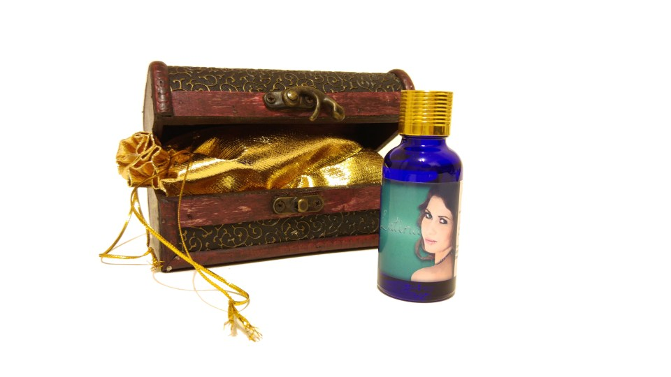 Latina - Pheromone Oil - Treasure Chest Included With Purchase