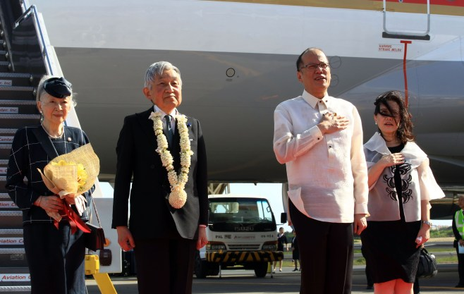President Benigno S. Aquino III welcomes Japanese Emperor Akihito and Empress Michiko on durting their arrival in  Manila Tuesday, January 26, 2016 on a five-day tour to pay their respects for those who lost their lives there during World War II and to promote international goodwill. Their five-day state visit will include a wreath laying ceremony at the Rizal Monument, a visit to the Libingan ng mga Bayani, a state banquet in Malacañang, as well as visits to the Japanese Garden in Lake Caliraya in Laguna and the International Rice Research Institute in Los Baños, Laguna. (photo by Joseph Vidal/Malacanang Photo Bureau)