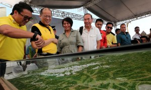 President Benigno S. Aquino III, assisted by Public Works and Highways Secretary Rogelio Singson; Trade and Industry Secretary Adrian Cristobal, Jr.; Interior and Local Government Secretary Mel Senen Sarmiento; Bases Conversion and Development Authority (BCDA) president and chief executive officer Arnel Paciano Casanova; and BCDA chairperson Ma. Aurora Geotina-Garcia, lowers the time capsule during the Groundbreaking Ceremony of the Clark Green City (CGC) in Sitio Baloy, Barangay Aranguren, Capaz, Tarlac on Monday (April 11, 2016) also in photo are Public Works and Highways Secretary Rogelio Singson and DILG Secretary Senen Sarmiento (Photo by Benhur Arcayan/ Malacañang Photo Bureau)