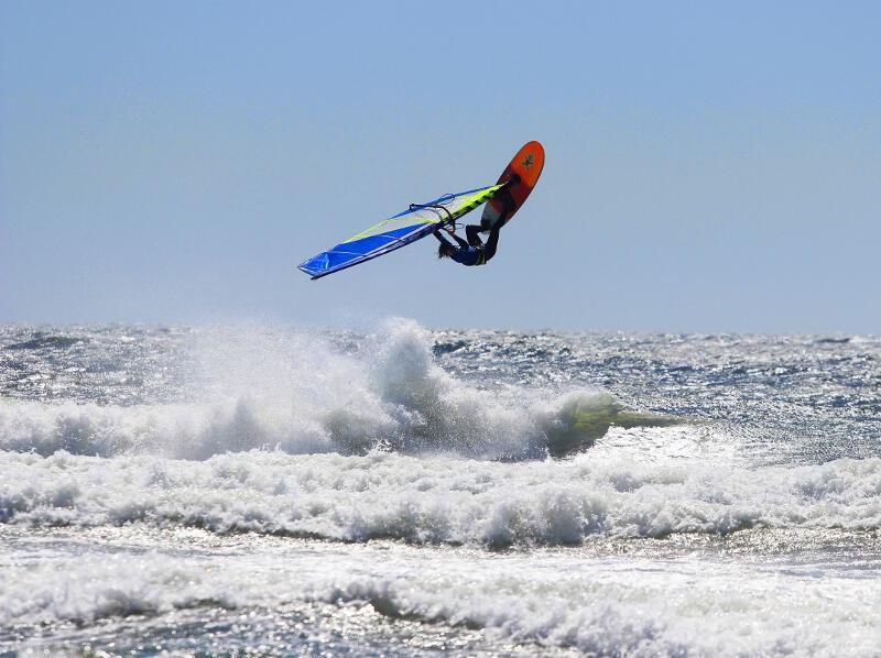 Phil Soltysiak backloops windsurfing in Pistol River Oregon - Photo by Lawrence Stewart