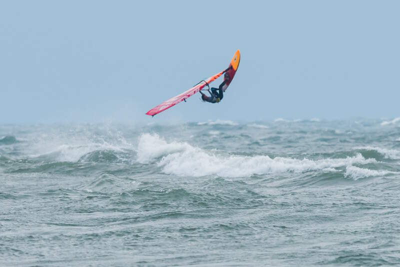 Phil Soltysiak backloop on Lake Erie - Photo by NiagaraMike2000